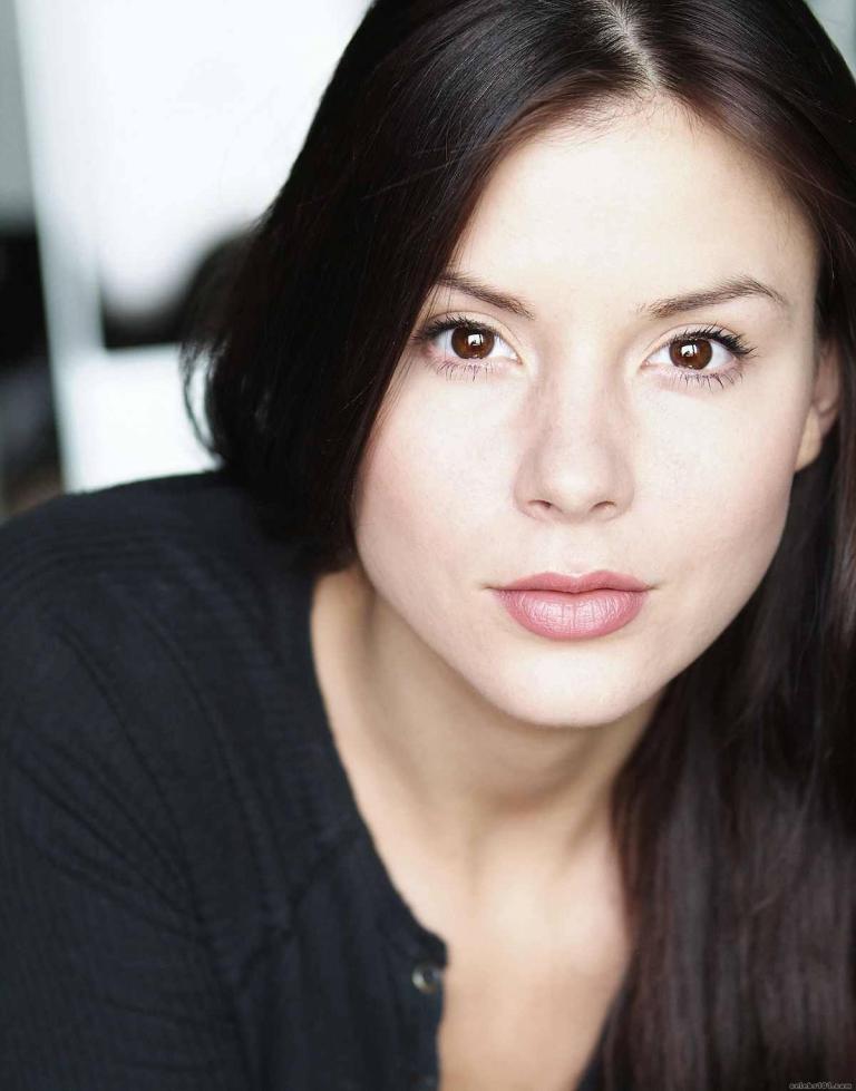 Kacey-Barnfield-actress-close-up-photo-shoot-3   Kacey
