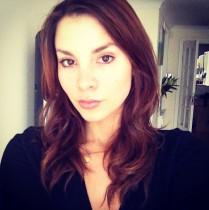 Sexy actress selfie duckface.