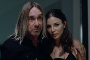 Iggy Pop next to actress Kacey Barnfield.