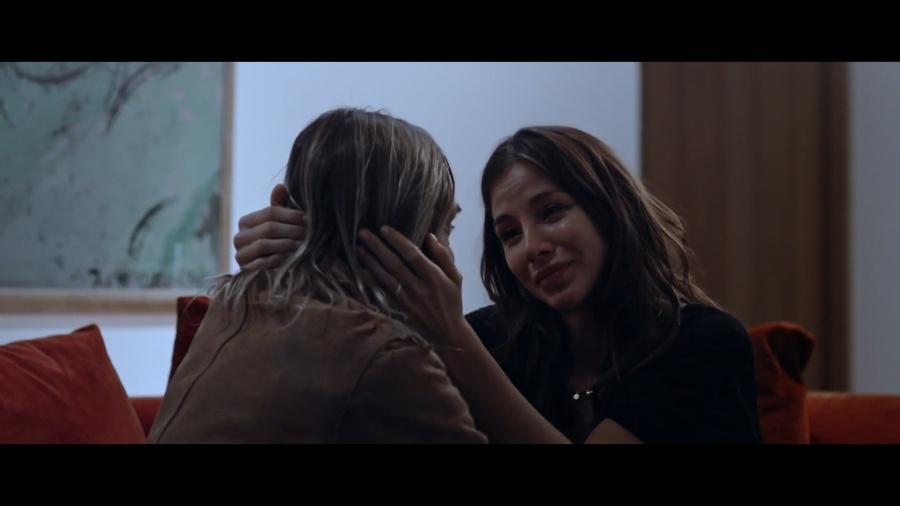 Kacey Clarke crying with Iggy Pop